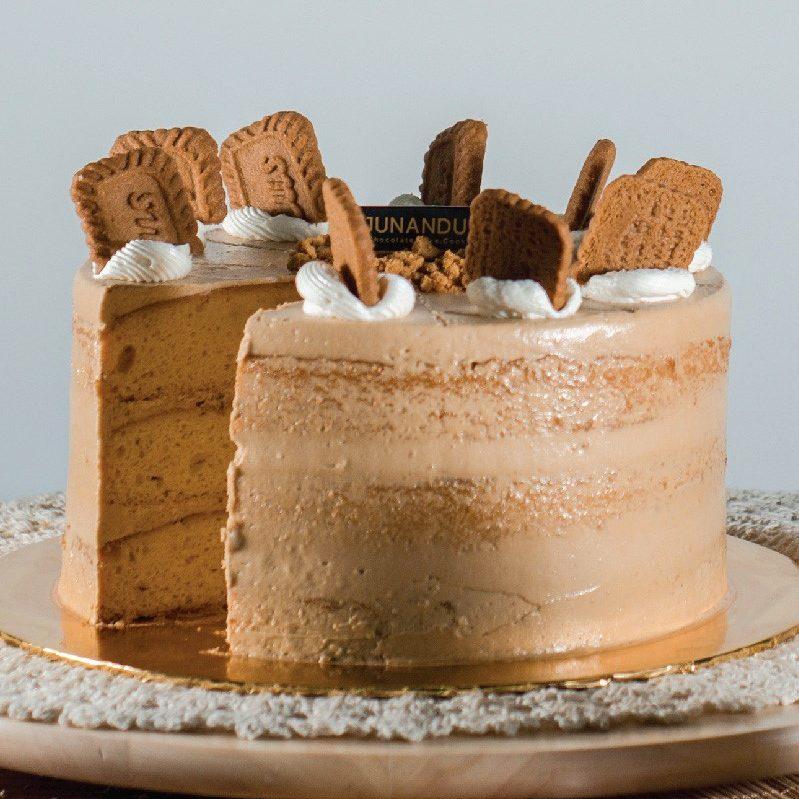 Lotus Caramelised Cookies Cake e1589901513632