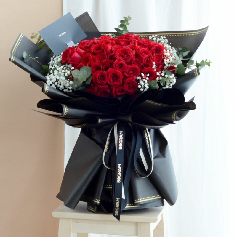 99 Roses Bouquet Luxuriante