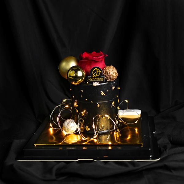 Elegant Dark Valentines cake (1)
