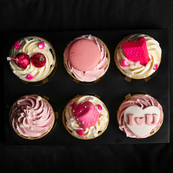 Pink Kisses Cupcake Gift Set (2)