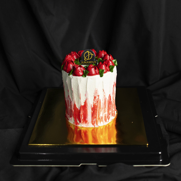 Red Roses Valentine's Cake (1)