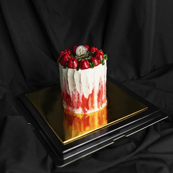 Red Roses Valentine's Cake (2)