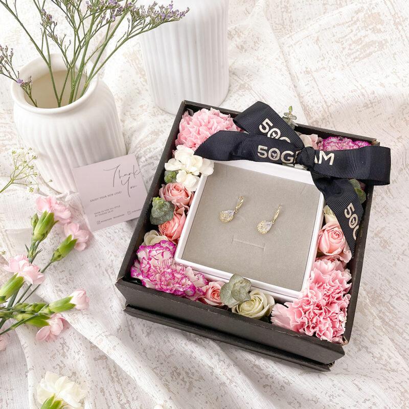 Pearl earrings flower
