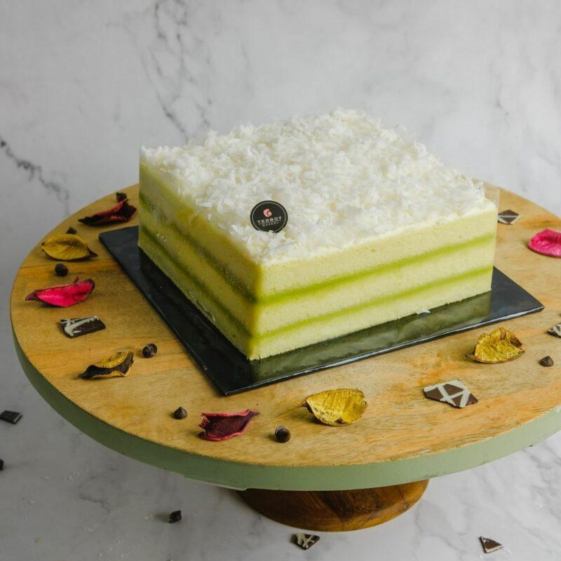 0001045 pandan layer cake whole 2