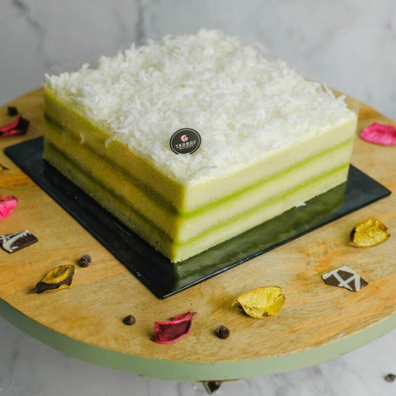 0001046 pandan layer cake whole