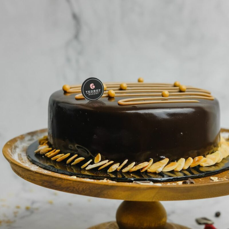 0001058 salted hazelnut praline cake whole