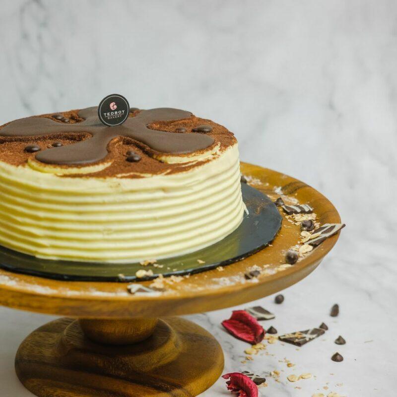0001061 tiramisu cake whole