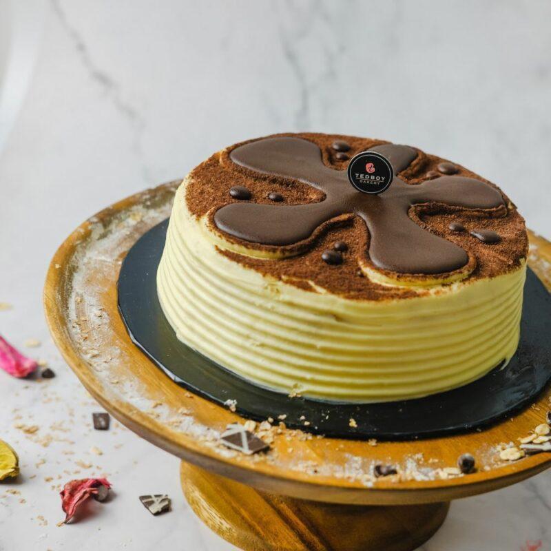 0001062 tiramisu cake whole