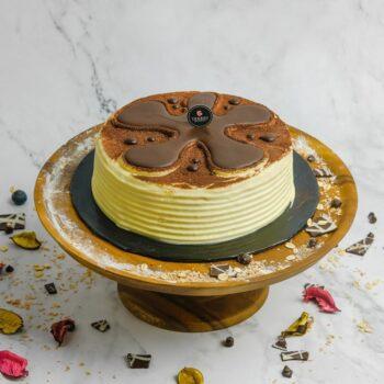 0001070 tiramisu cake whole 2