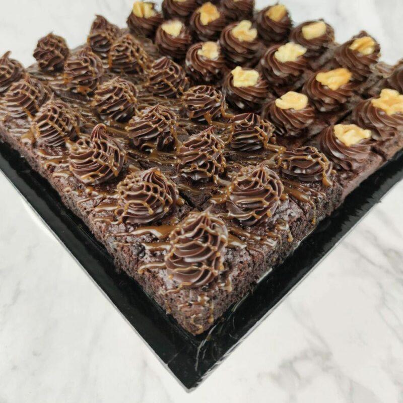 0005568 mixed mini brownies 36pcstray